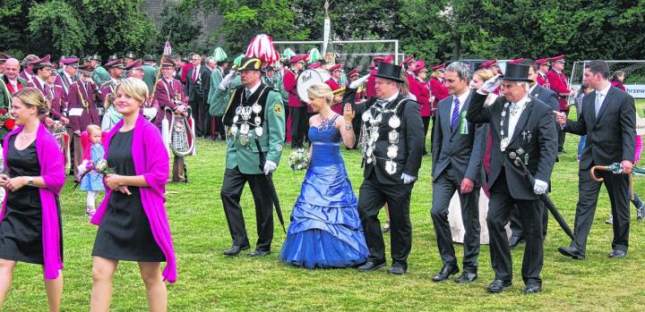 Unvergessliche Momente: Das Königspaar Dirk und Marion Esser stand im Mittelpunkt des Jubiläumsfestes der Dremmener Schützen. Foto: agsb